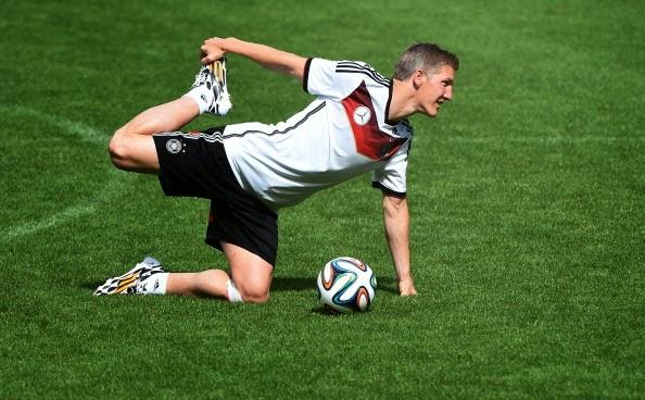 Schweinsteiger e Khedira fazem primeiro treino junto com os outros ... 328248a7f5bb6