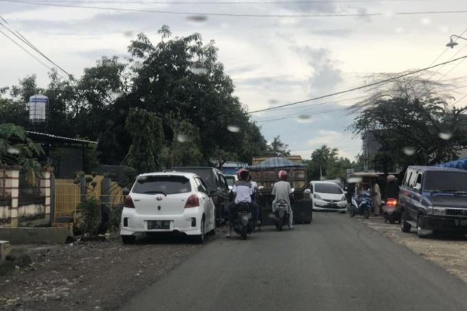 Parkiran Tempat Praktek Dokter Semrawut, Warga Minta Dishub Turun Tangan