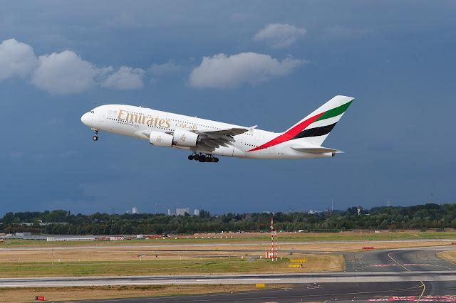 viajar en primera clase en el boeing 777 de las aerolíneas Emirates