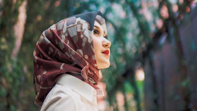 Wahai Istri Jangan Hanya Mempercantik Diri Ketika Kamu Keluar Rumah, Karena Kecantikanmu Hanya Suami yang Berhak