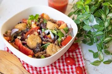 Salade fraîcheur et camembert pané