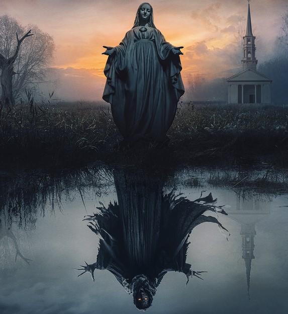 Imagem da verdadeira Virgem Maria na parte superior, e da Criatura, que se chama Mary, abaixo, refletida nujm lago.