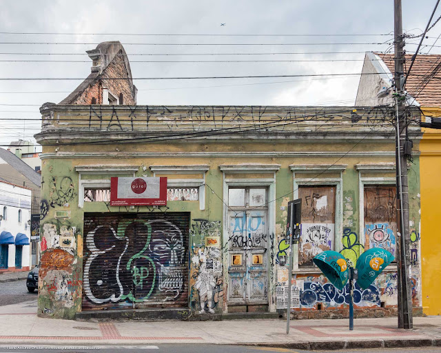 Casa abandonada na Rua Trajano Reis