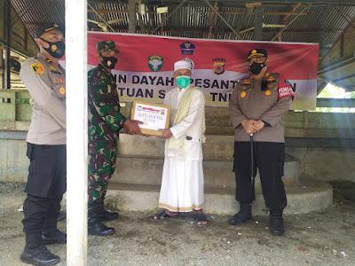 Ulama Kharismatik Aceh Barat Tgk. Abdurrahman Suntik Vaksin Di Dampingi Kapolres Dan Babinsa Koramil 03/Kaway XVl