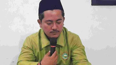 Foto: Wahid Riyadin, Ketua Tanfidhiyah NU Ranting Tugu sedang memimpin hataman Al Qur'an