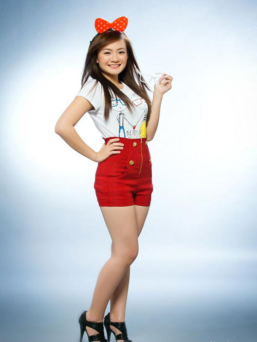 VIET ACCÉNT: Xuan Mai's Beautiful and Lovely at Age 17