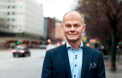 Soltechs VD Stefan Ölander i halvbild utomhus vid gata