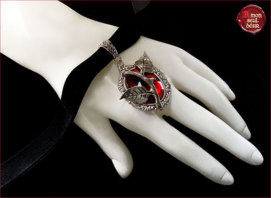 collier rose rouge amour Saint Valentin romantique gothique ras du cou ras de cou velours noir goth necklace black velvet choker gothic red rose Valentine's Day lovers gift true love