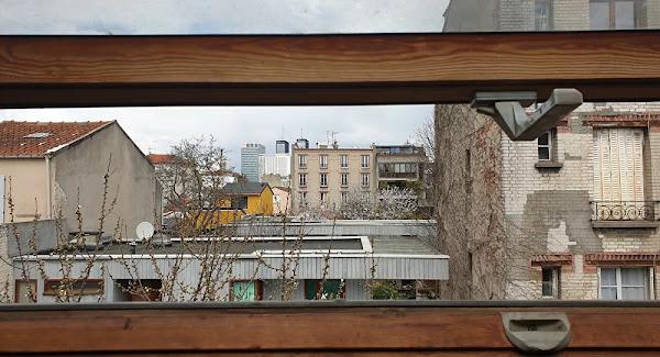 «Tuez-le»! «Fumez-le!»: un policier lynché au sol par une vingtaine d'individus en Seine-Saint-Denis