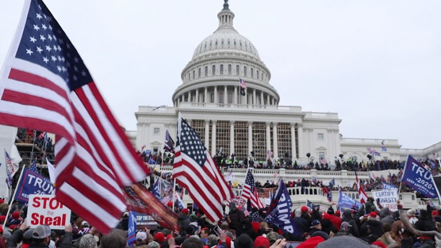 Ο κίνδυνος αυταρχικής στροφής στις ΗΠΑ τώρα αναδύεται