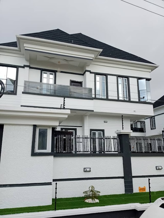 Newly built super finish 5bedroom fully detached duplex Plus BQ in an Estet, Ikate