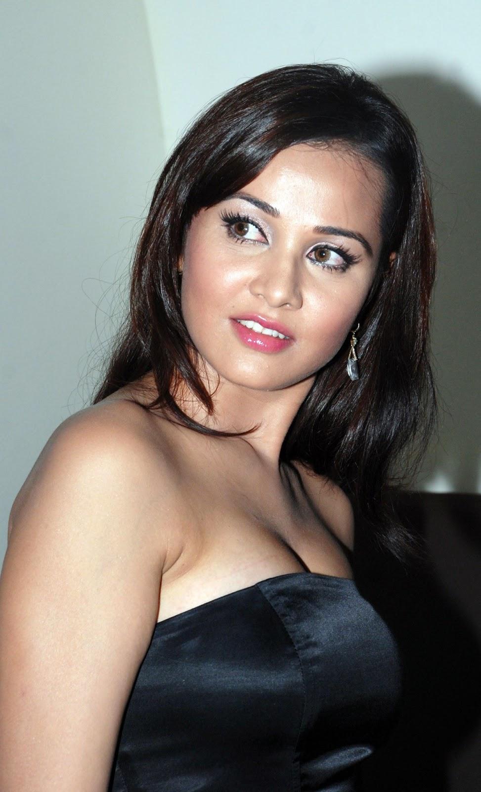 Beautiful Indian Girl Hd Wallpapers 1080p Hd Pc Desktop Wallpapers Priyanka Kothari Hd Wallpapers