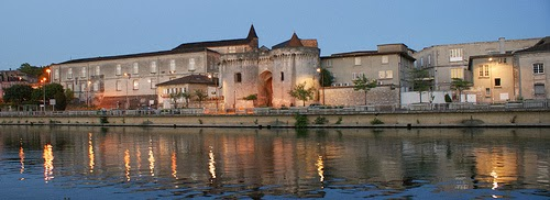 Behind the french menu cognac the town and visiting for Piscine d eau cognac