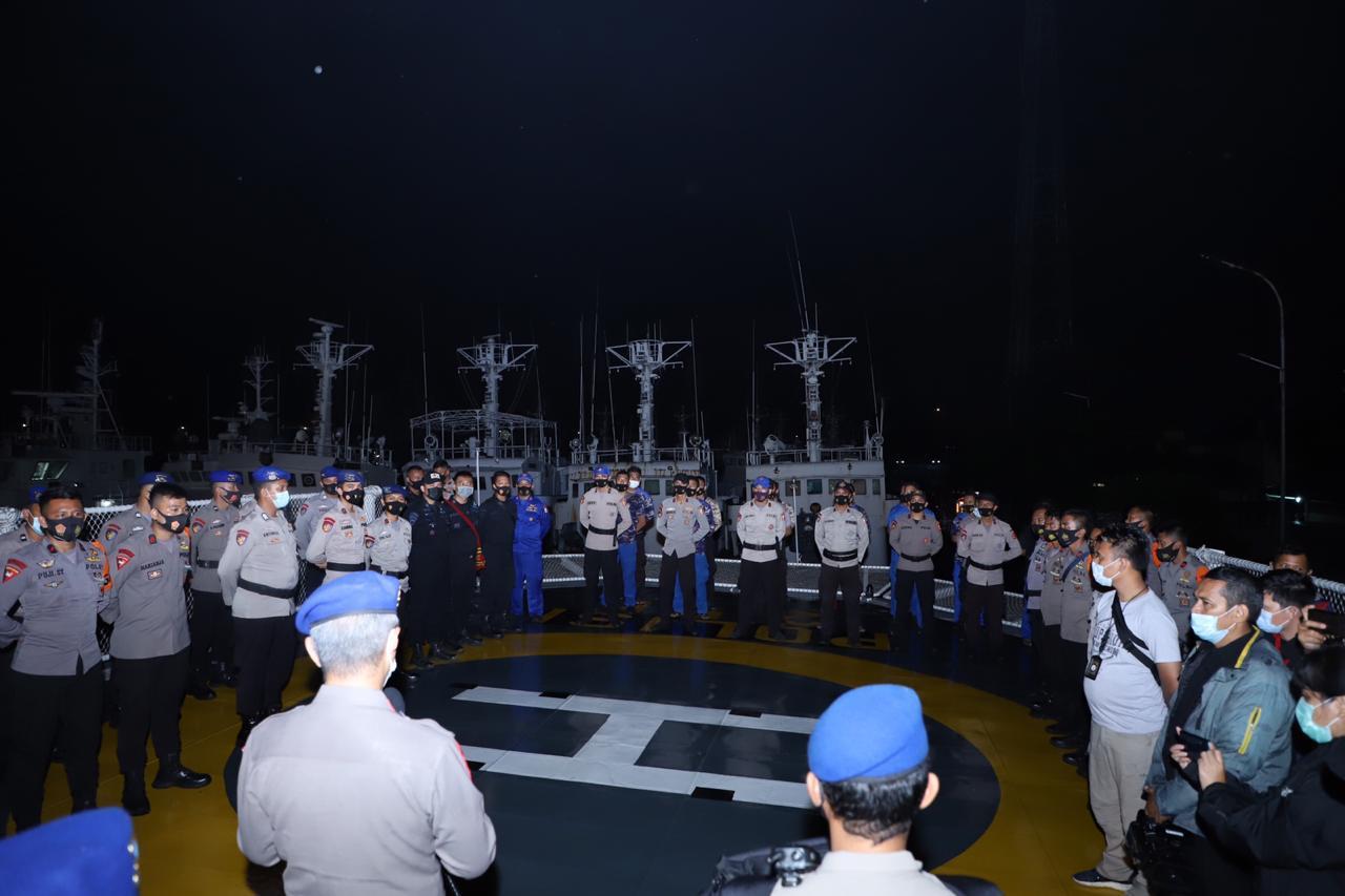 Baharkam Polri Kerahkan 9 Kapal dan 4 Heli Cari Pesawat Sriwijaya Air di Perairan Pulau Laki