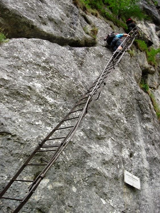 169d28eea6b Začněme příjemnou cestou Alpenvereinssteig. Doporučujeme popojet asi 2