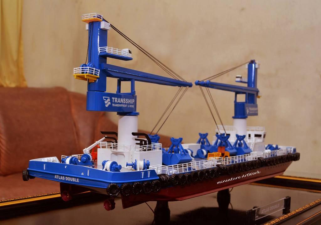 souvenir miniatur kapal atlas double crane ship transship vessel