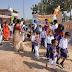 कोरोना संक्रमण के कारण बन्द विद्यालय खुलते ही बच्चों का अनोखे तरीके से हुई विद्यालयों में स्वागत