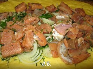 выкладываем рыбную начинку