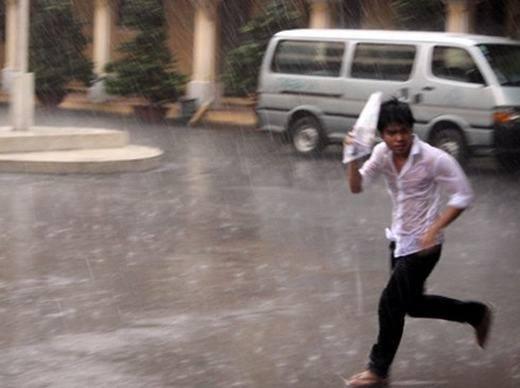 Kinh nghiệm xử lí đồ trắng sau khi đi mưa bạn nên thuộc nằm lòng