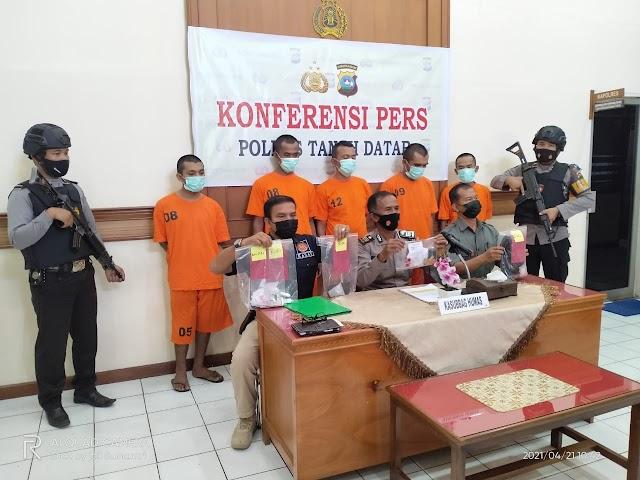 Polres Tanah Datar Gelar Konferensi Pers Penangkapan 5 Terduga Narkoba, Update Data Kriminal Dan Lalu Lintas