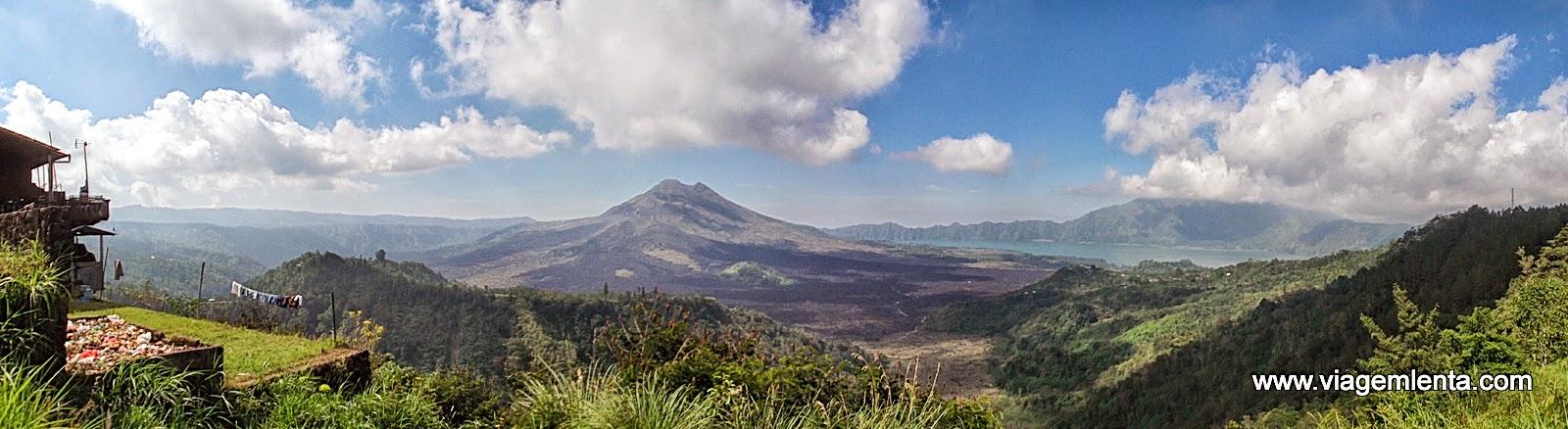 Paisagem na região do vulcão Catur com o lago no fundo