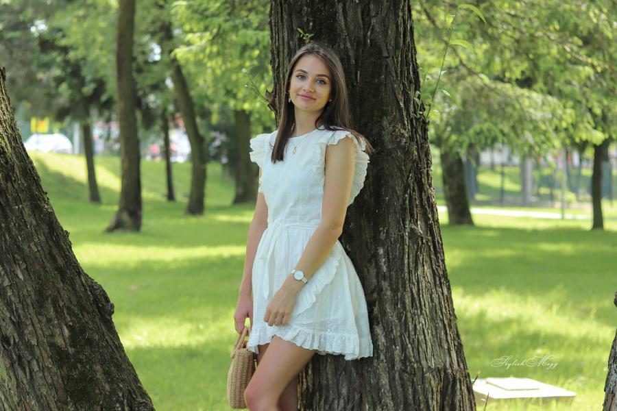 Biała sukienka i espadryle