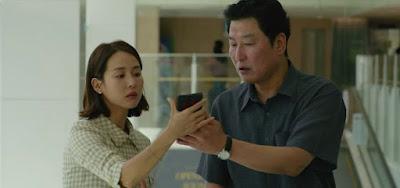 Cho Yeo Jeong e Song Kang Ho em cena do filme Parasita, indicado em seis categorias no Oscar 2020