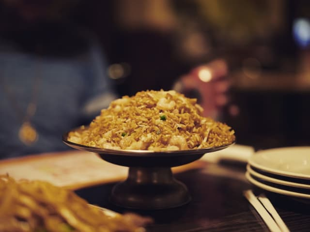 arroz selvagem com cogumelos ervilhas