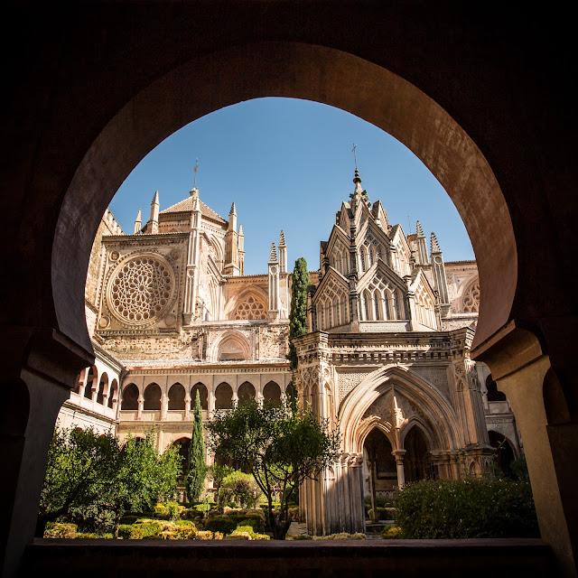 Arco túmido, templete y nave gótico-mudejar :: Canon EOS5D MkIII | ISO100 | Canon 17-40@17mm | f/10 | 1/125s