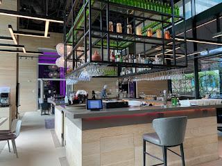 YOTEL Komyuniti bar