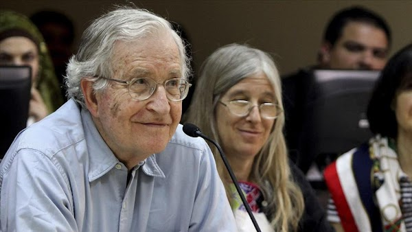 Noam Chomsky : Zizek, un charlatán integral.