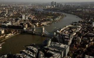 هاكر يخترق مؤسسات صناعية و عسكرية حساسة في بريطانية