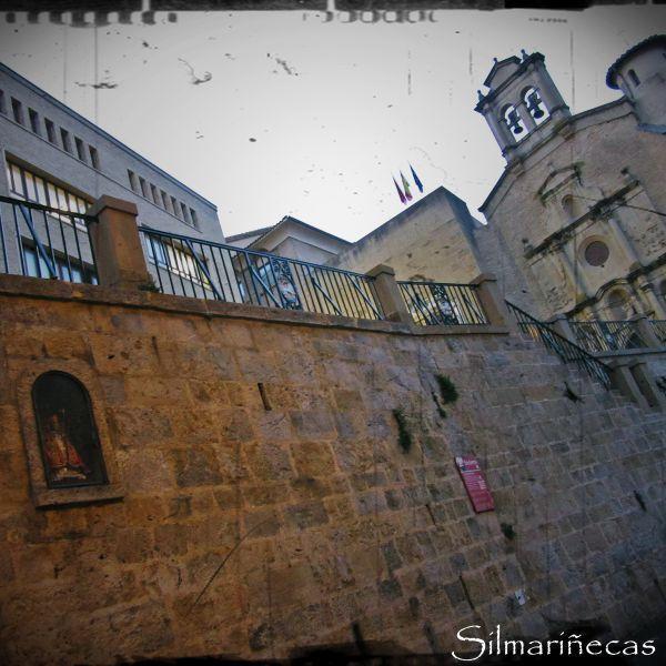 Hornacina de San Fermín y Museo de Navarra
