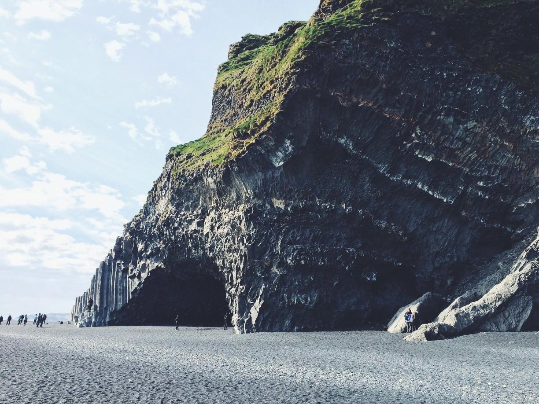 Пещеры черного пляжа Рейнисфьяра в Исландии