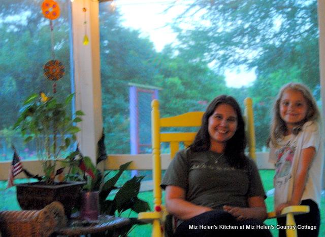 Meet Lauren at Miz Helen's Country Cottage