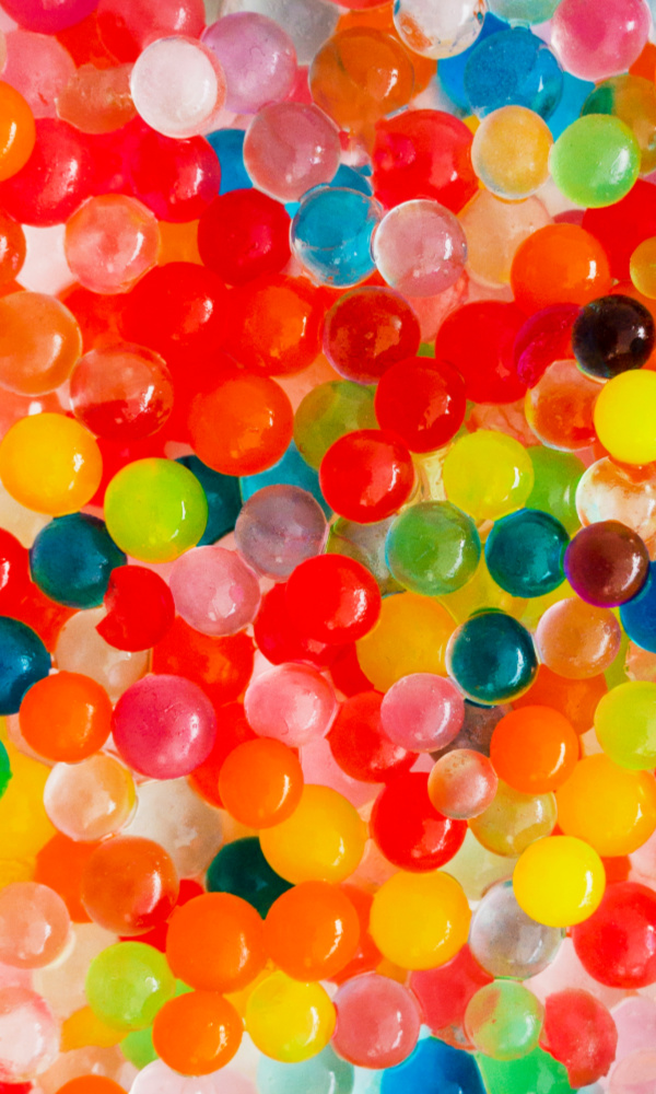 Make taste-safe water beads for kids by following this easy recipe tutorial. #ediblewaterbeads #ediblewaterbeadshowtomake #tastesafewaterbeads #homemadewaterbeads #waterbeads #waterbeadactivities #waterbeadsideas #waterbeadssensory #tapiocapearlsrecipe #growingajeweledrose