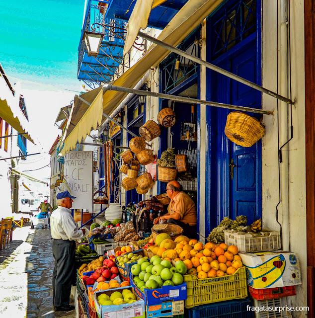Mercado de frutas na Ilha de Hidra, Grécia