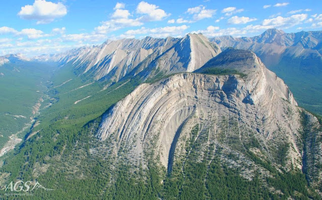 10 Amazing Geological Folds You Should See