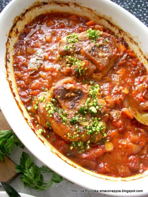 osso buco , cielęcina w warzywach , gicz cielęca w sosie jarzynowym , obiad , kuchnia włoska , cielęcinka , kość z dziurą