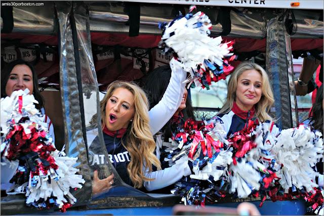 Animadoras en el Desfile de Celebración de la Super Bowl LIII