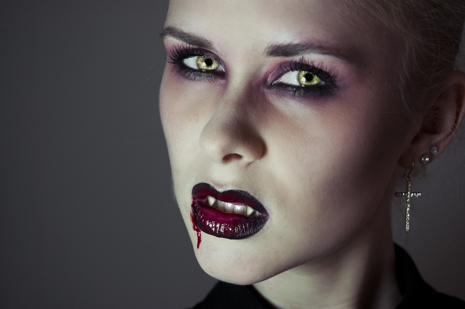 Beauty by Linde: HALLOWEEN SPECIAL - Seductive Vampire Makeup