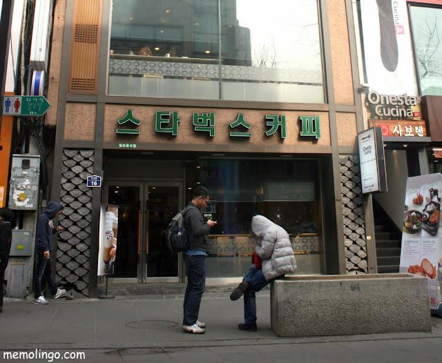 Starbucks de Seúl rotulado en coreano