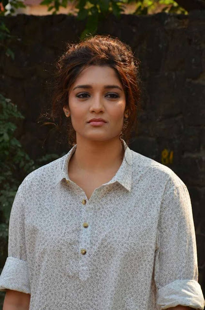 Ritika Singh  IMAGES, GIF, ANIMATED GIF, WALLPAPER, STICKER FOR WHATSAPP & FACEBOOK