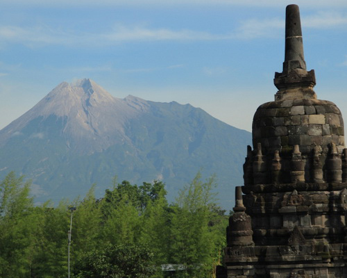 Tinuku Travel Sewu temple complex, the largest Buddhist temple after Borobudur only 800 meters north of Prambanan