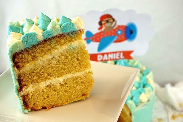 trozo tarta de cumpleaños sabor vainilla