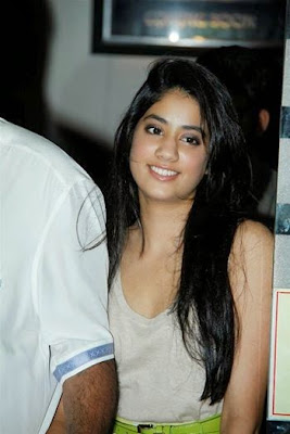 Beautiful Jhanvi Kapoor at fashion Show me chodai xxx pics