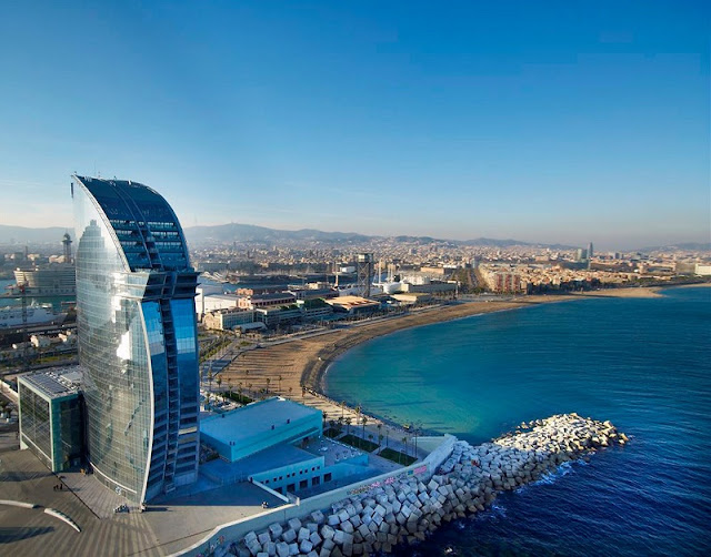 Praia Port Olimpic em Barcelona