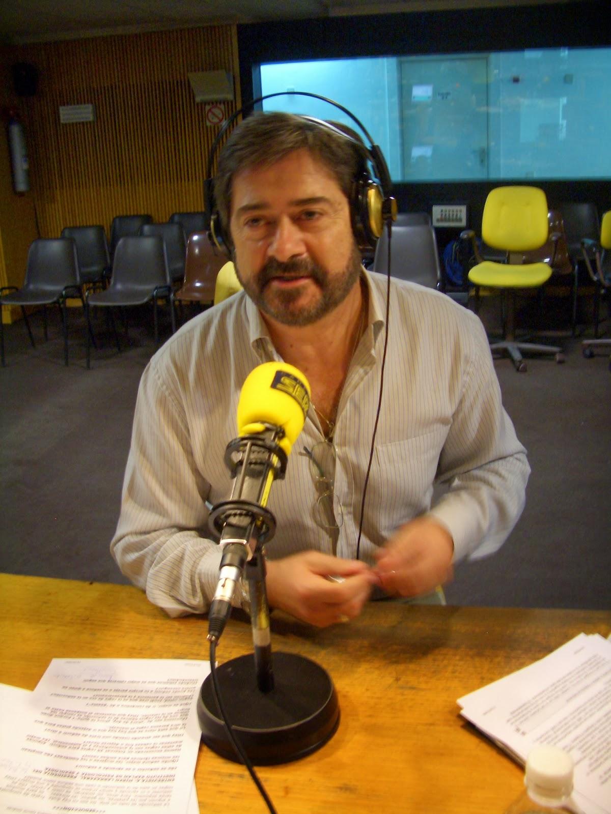 Retrato de una m quina de hacer radio jos luis arriaza for Carles mesa radio nacional