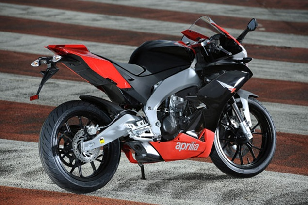 2011 aprilia rs4 125 review new motorcycle review. Black Bedroom Furniture Sets. Home Design Ideas
