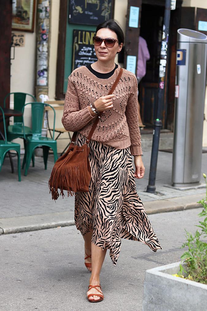 spódnica ze swetrem stylizacje